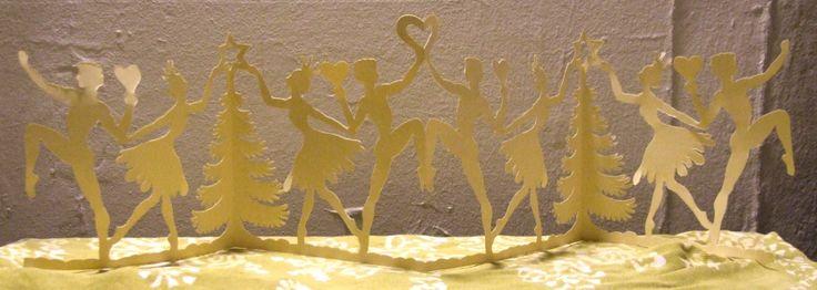 """""""Juletræs og hjertedansere"""" Means christmastree and heartdancers. Papercut. By Naja Abelsen dec. 2013"""