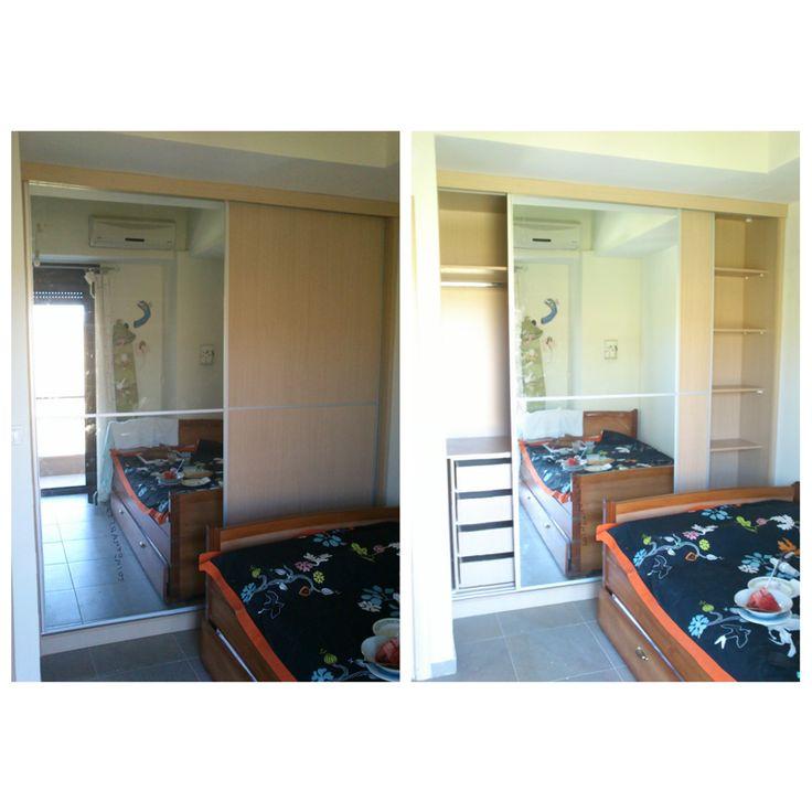 Ντουλάπα σε εξοχικό με συρόμενες πόρτες και καθρέφτη.
