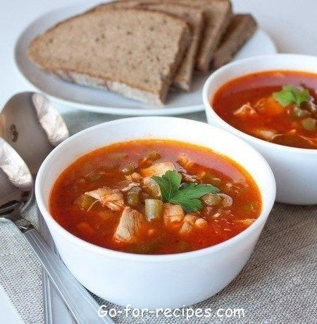 Tomato soup with chicken and green beans