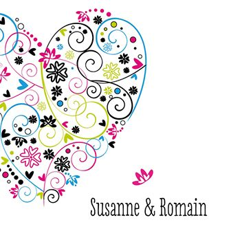 Een huwelijksuitnodiging met een hart van bloemen.