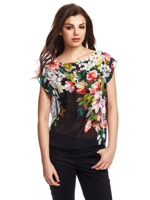 Indossando questo top si riesce a dare il massimo del comfort e dell'originalità all'outfit da giorno