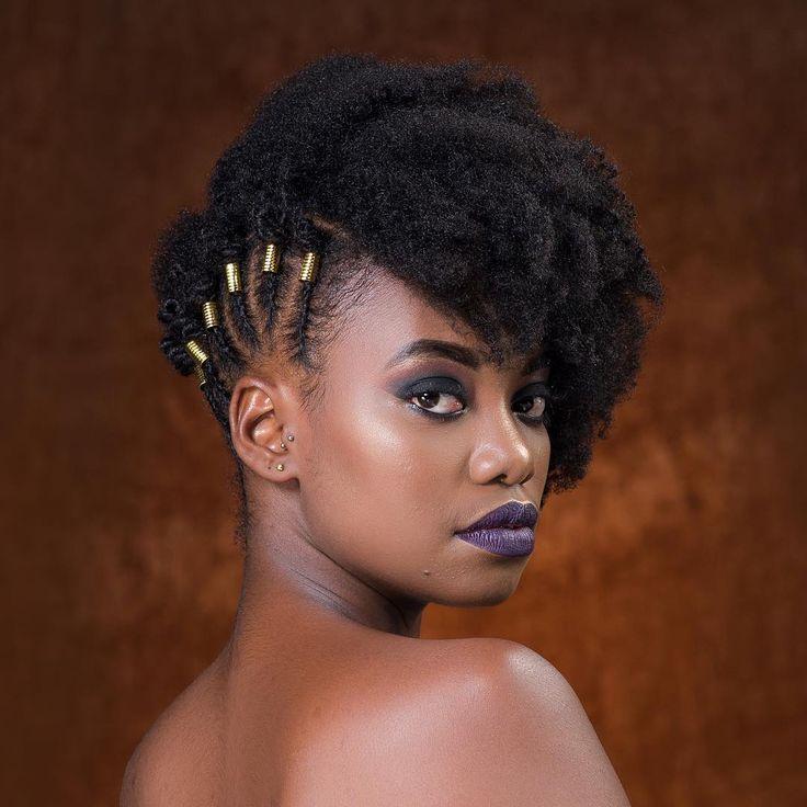 Tresses Africaines Avec Accessoires Sur Cheveux Crepus Naturels Coiffure Cheveux Naturels Cheveux Naturels Cheveux