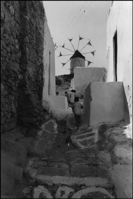 GREECE. The Cyclades Archipelago. 1951. Myconos island.. Copyright © David Seymour/Magnum Photos