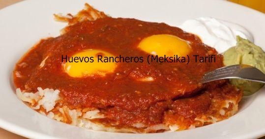 Huevos Rancheros (Meksika) Tarifi  Huevos Ransheros Meksikalıların kahvaltıda yemeye bayıldıkları bir lezzet. Meksika kahvaltısı olarak da çevirebileceğimiz bu tarifimiz, acıyı sevenlere hitap ediyor. Meksika mutfağının vazgeçilmezi olan huevos ransheros Türklerin pek de yabancı olmadıkları, damak tatlarına uyan malzemelerden yapılan eşsiz bir lezzet. Aslında Türk mutfağının baş tacı olan melemene çok benziyor.