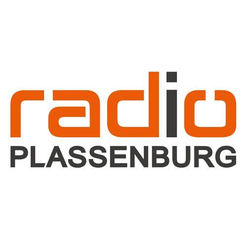 """(63) Radio Plassenburg * Sendegebiet: Oberfranken (Kanal 10B) * Format: AC Oldies * Motto: Was auch immer bei unseren Hörern tagtäglich in der Region passiert: bei uns werden Sie als erstes darüber informiert. Ob nun lokale und regionale Politik, Sport, Gesellschaft oder Wirtschaft – das ist die Stärke von uns als Lokalradio. Und dazu """"die meisten 80er und die Hits von heute"""" – das ist Radio Plassenburg!"""