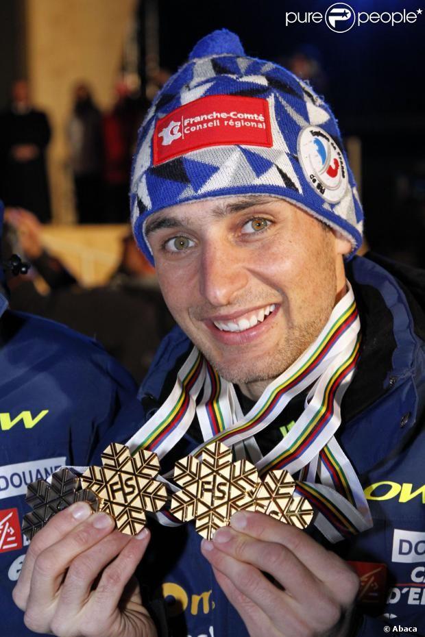 Jason Lamy-Chappuis, champion olympique de combiné nordique,  porte-drapeau de la délégation française aux #JO de Sotchi lors de la cérémonie d'ouverture du 7 février 2014 !