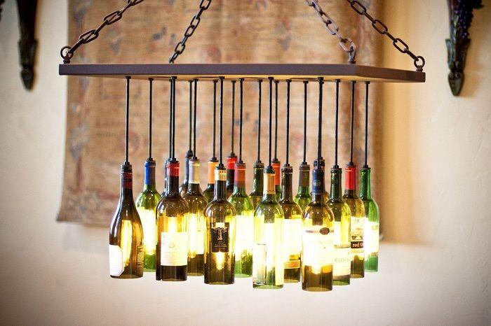 Интересный вариант создать весьма оригинальную люстру, которая сооружена из винных бутылок.