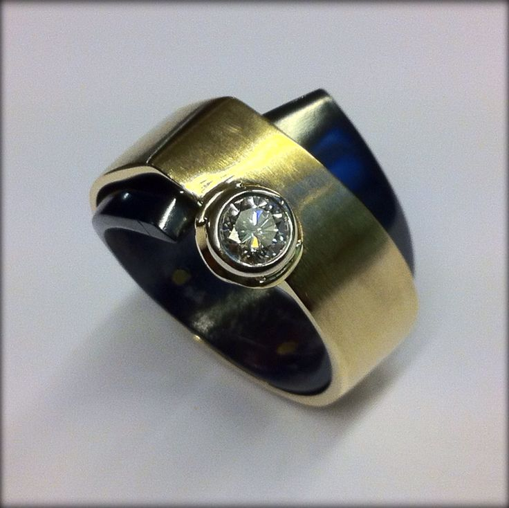 Ring gold, zirconium,diamond