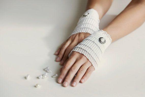 Weiße Spitzen-Armbänder Manschetten Handschellen von MySecretFace