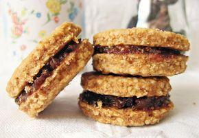 A blogomon már megtalálható a legremekebb zabpelyhes keksz receptje, amit még mindig állítok, hogy valóban a legremekebb, telis-tele dióv...