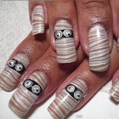 Nail Art Uñas de Halloween con momias