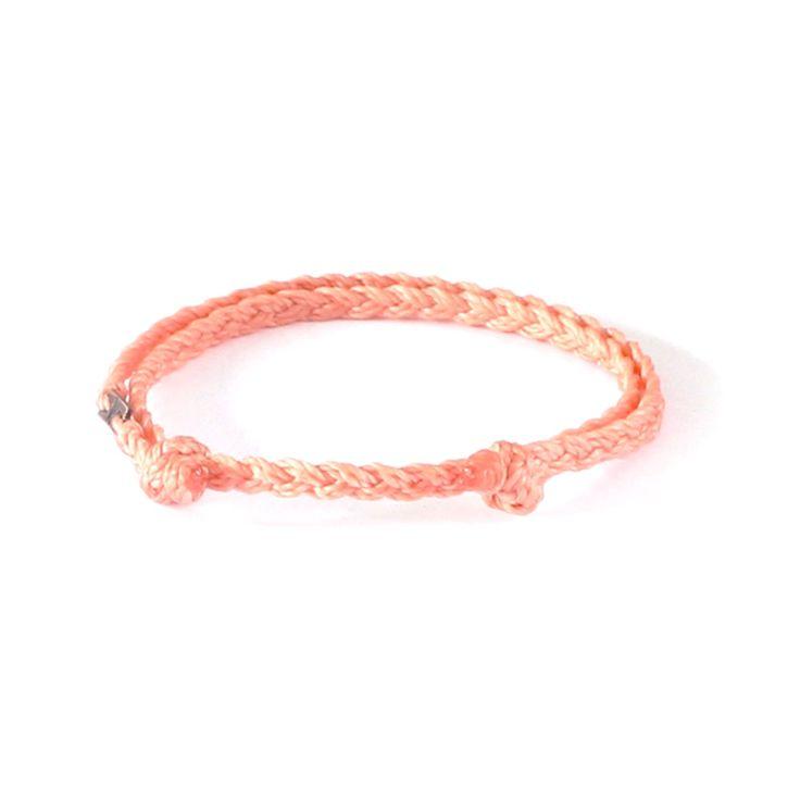 Urban Tribe Peach - dubbelt, stilrent #armband med Wakami-märke i metall. 35:- från masomenos.se - kombinera flera färger för en helt egen stack.