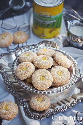 Biscuiti cu cocos si ananas- O reteta de biscuiti de post, fragezi si rapid de facut, biscuiti cu cocos si ananas. I-am imbogatit cu bucatele de ananas din conserva, insa puteti pune a