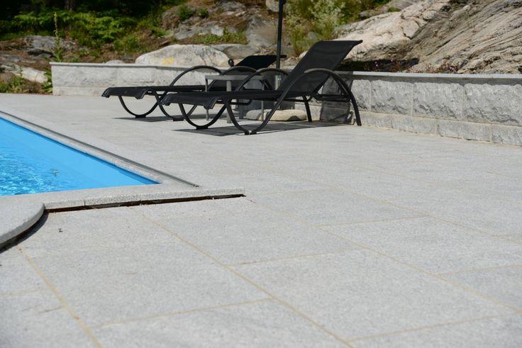 Granithäll Stockholm. En snygg sten, perfekt att lägga intill poolen! #pool #granit