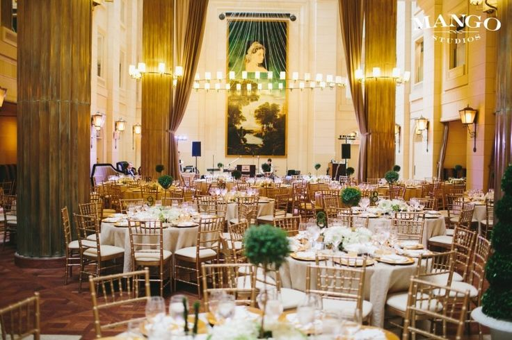 Windsor Arms Hotel is a Toronto-based venue that specializes in hosting luxurious weddings and other special events. If you are looking for a mix between traditional charm and modern conveniences, this Victorian hotel will suit your event perfectly.