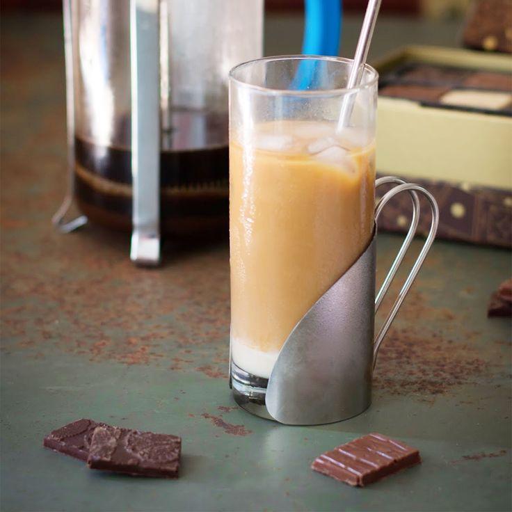 Envie d'une boisson rafraîchissante ? Venez découvrir le blog de Carine Couriol et sa recette de café vietnamien glacé accompagné de bons chocolats confectionnés par nos artisans chocolatiers ! ❄️☕️🍫