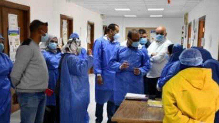 Icymi نقيب التمريض تكشف عن اصابه 50 ممرضا بكورونا والعشرات تم شفاؤهم Rain Jacket Coat Lab Coat
