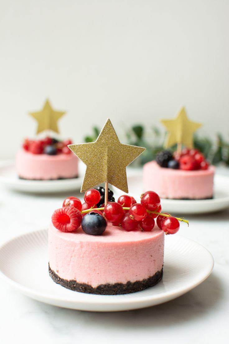 Romige frambozen desserts met een bodem van Oreokoekjes