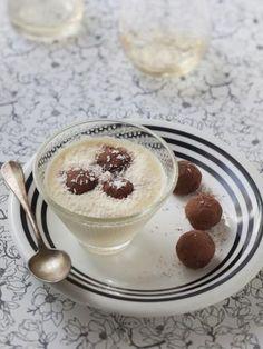 noix de coco rapée, lait de coco, oeuf, lait, crème liquide, cacao, chocolat, sucre