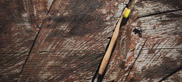 Nordics // Bambus Zahnbürste mit Aktivkohle für strahlend weiße Zähne 100% biologisch abbaubar // entdecke noch mehr Schätze bei me-code.de #Bambuszahnbürste #Ökologisch #Bambus #Zahnbürste #Eco #Bamboo