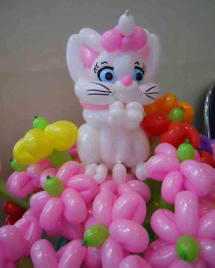 Balloon cat with flowers decoration made by balloontwistee balloon