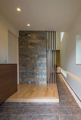 通り土間が印象的な和モダンの玄関ホール | モデルハウス【2019】 | House design、Cozy ...
