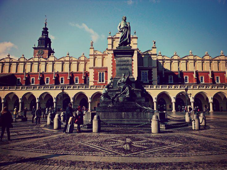 Monumento ad Adam Mickiewicz e mercato dei tessuti.