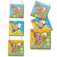 Guirlande de cadres décorés de stickers fleurs