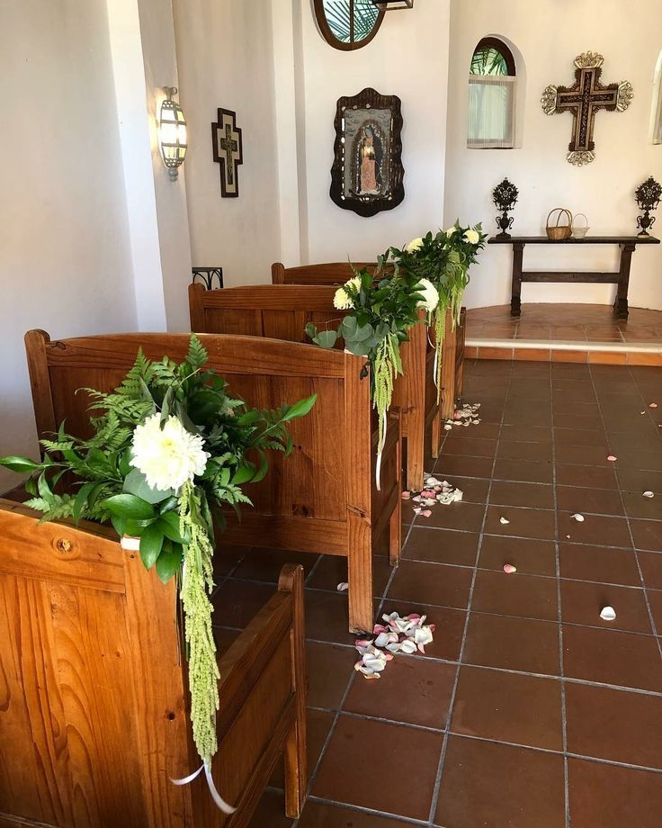 CBR239 wedding riviera Maya greenery and white flower aisle corsage/ corsage con follajes y flor blanca