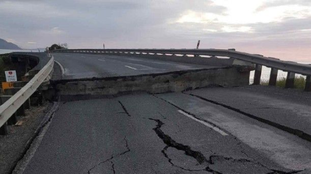 Road destroyed in Kaikoura by earthquake