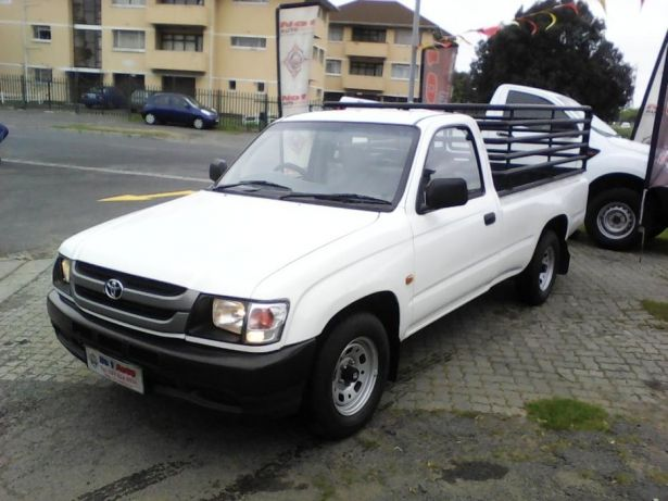 2002 Toyota Hilux 2.4 diesel Goodwood - image 3