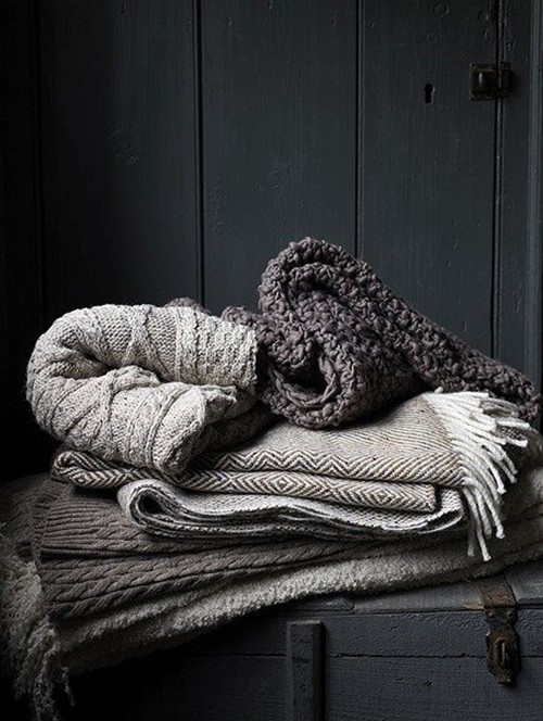 grey-charcoal-color-blankets-knitted-throws