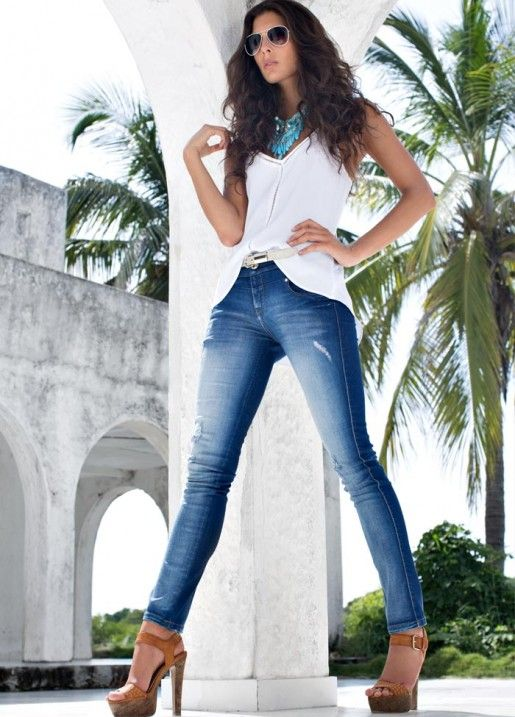 10 - Blusa S206664 - Jeans S130700 - Calzado S083127 - Gafas S212780