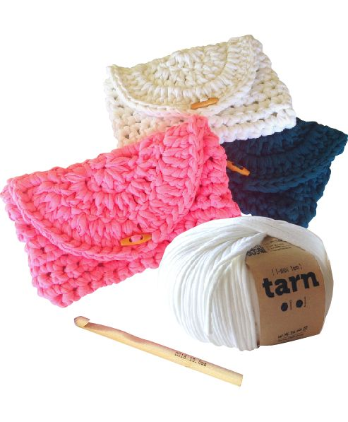 Cheeky Clutch Pattern - crochet for beginners #tshirtyarn #trapillo #fettuccia