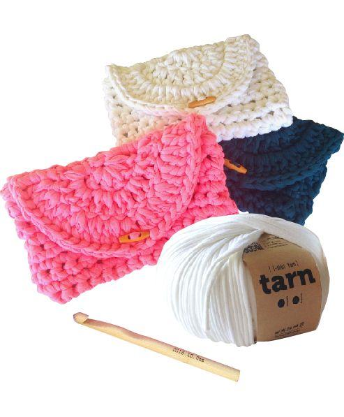 http://www.aliexpress.com/store/1687168    Cheeky Clutch Pattern - crochet for beginners #tshirtyarn #trapillo #fettuccia