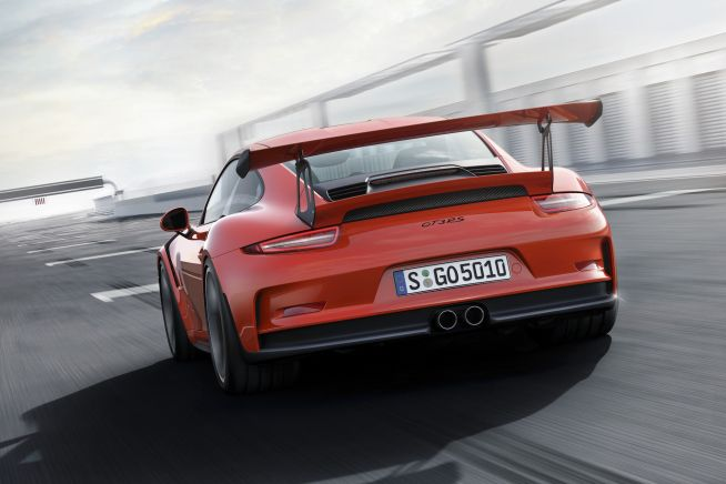 The new Porsche 911 GT3 RS, which is announced today, once again blurs the boundary between road-going sports cars and race cars. It is equipped