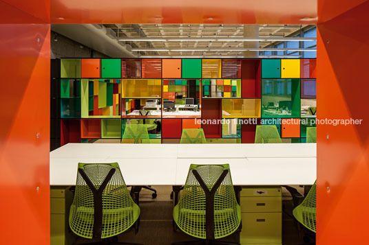 Biblioteca Brasiliana, São Paulo, Brasil. Foto de Leonardo Finotti. Produtos Securit.