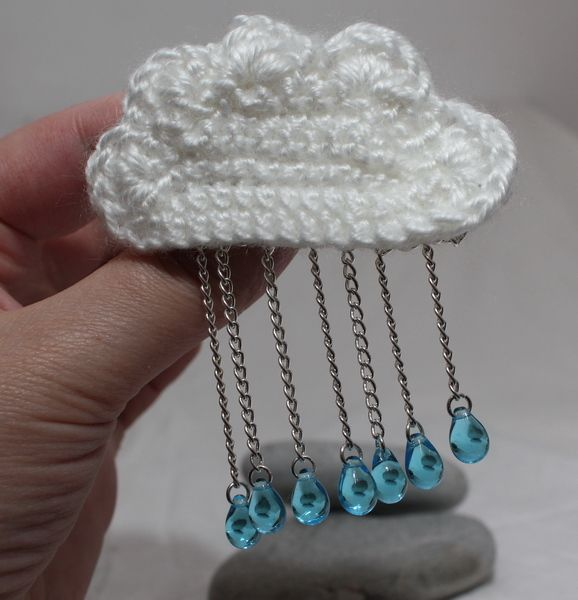 Crochet Cloud Brooch – Perfect For a Rainy Day!