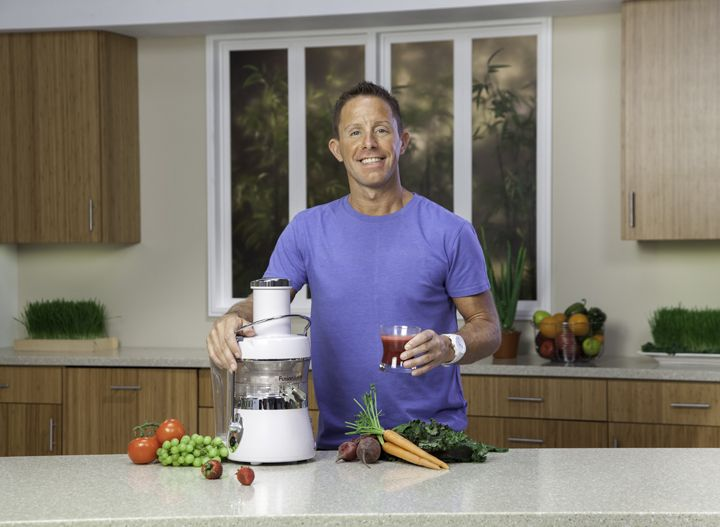 """Jason Vale JUICE MASTER Sold over 5 million books, over 1 million apps, made a movie, opened a couple of health retreats, and been on a mission to juice the world for 20 years! STAY UP TO DATE Author Best-selling author of over 5 million books on health, addiction and juicing. Speaker """"An entertaining mix [ ]."""