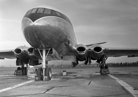 De Havilland Comet first jet airliner of the world. British aviation had fantastic designs during Cold War, in my humble opinion.
