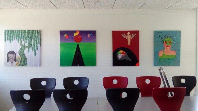 Så er der hængt udstilling op i Ulstrup Hallen
