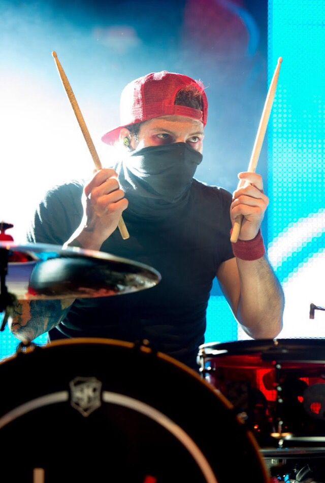Best 25+ Josh dun drumming ideas on Pinterest   21 pilots ...