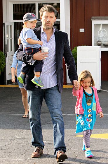With daughter Seraphina at his side, Ben Affleck carried son Samuel as the trio grabbed breakfast in L.A.