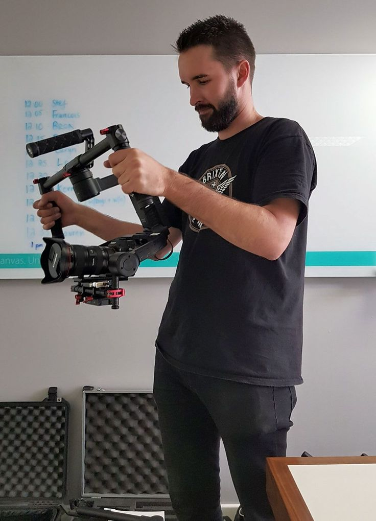 This week our South African office were 'video stars' as we had a fun visit from a talented videographer named Fred (www.imageengineer.com). We look forward to seeing the fantastic videography, created especially for our brand-spanking new website - coming soon. #videographer #collaboration #ventureweb #excited #comingsoon