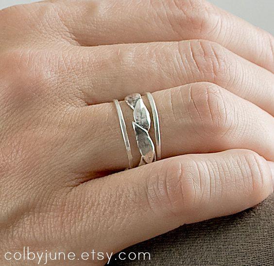 Grande foglia argento e sottili bande Set | Accatastamento anelli | Natura ispirato anelli