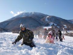 スキーには行きたいけど小さい子どもがいるから行けない そんな時は長野県上水内郡信濃町の黒姫高原スノーパークがおすすめ()v 大人がスキーを楽しめるのはもちろん小さなお子様のための雪遊びエリアもあるので安心 今シーズンは 黒姫高原スノーパークで家族でスキーを楽しもう()/ tags[長野県]