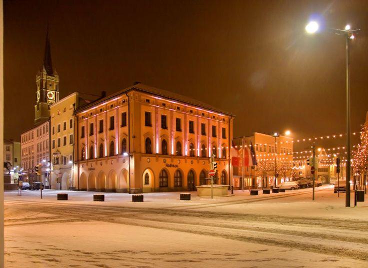 Pfarrkirchen bei Nacht von Rafael Soutschek