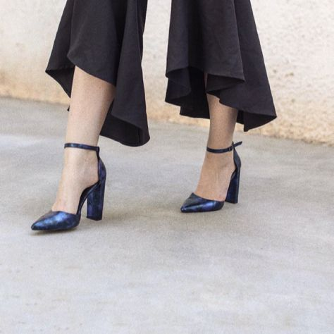 Where something blue tonight, like #MIGATO ST0220 dark blue pump!   Shop link ► bit.ly/ST0220-L05en Photo via Not For Sale blogger