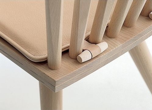*boa ideia -- segurar a almofada sem amarração--  #seat #wood
