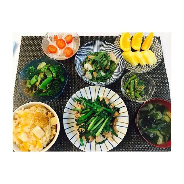 ご近所さんから採れたて筍を頂き昨日から筍メニュー🙂🙂 ・ #筍ごはん #肉ニラ炒め #鯛と大葉の梅肉和え #インゲンとオクラの胡麻和え #グリーンサラダ #新玉トマトの酢の物 #ほうれん草とワカメのお味噌汁 #パイナップル#🍍#ネーブル#🍊 #おうちごはん#夜ご飯#夜食#和食#健康#野菜#肉#手作りごはん#料理#自炊#5月#dinner#japanesefood#fish#food#cooking#food#happy#May